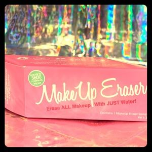 New In Box pink makeup eraser great for travel ✏️